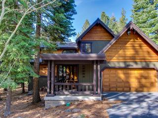 Great Tahoe Donner amenities including shared pool & hot tub: cozy and quiet!