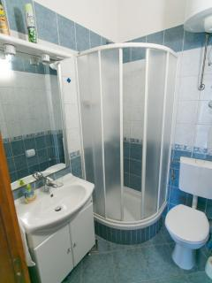 A4(4+1): bathroom with toilet