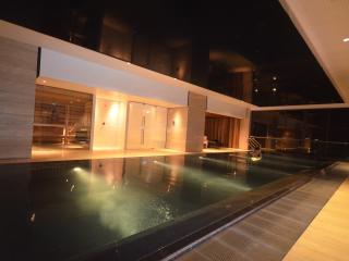 Modern CBD Views Penthouse 2Bedr/2BA apartment