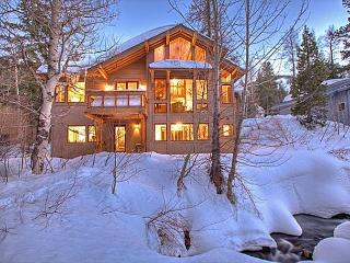 **Creekside in Alpine w/ 5 Master Suites & Hot Tub - From $500/night**