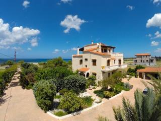 Seaside Villa Apartment - Ideal for families!, Chania Town