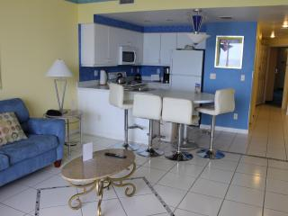 1BR, OC Front, Free WIFI Sleeps 6, Daytona Beach