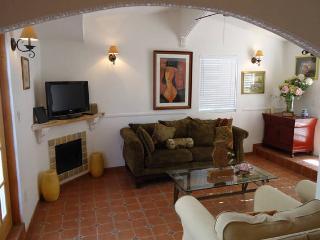 Close to Malibu beach two bedroom cozy cottage, Calabasas