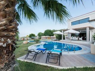Villa Joanna-Spacious and Luxurious near Rethymno!, Réthymnon
