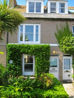 Admiral Cottage St Ives - Boutique, Central, Garden, Parking,Stunning Sea Views.