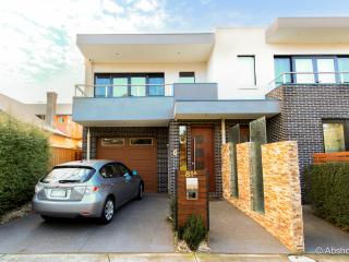 Inner City Haven 3 Storey  Big House Close To CBD, Melbourne
