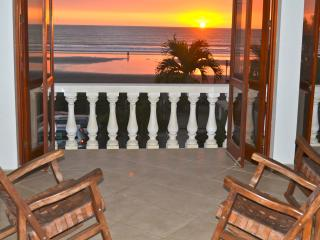 EXQUISITE BEACHFRONT PENTHOUSE, Jacó