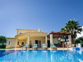 Casa Golfe V a modern new villa over looking the Vila Sol Golfe course !