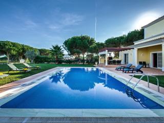 CASA  SUN  in Vila Sol Resort OVERLOOKING THE GOLF COURSE