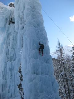 Initiation à l'escalade sur la tour de glace de Champagny en Vanoise