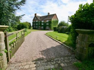 'Baddiley Hall' - Comfortable Spacious West Wing of Historic Manor House