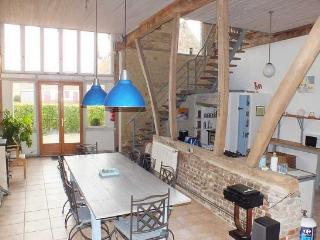 Converted barn near Montreuil, sleeping up to 12, Saulchoy
