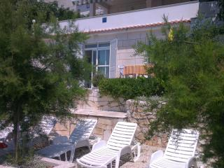 Villa Vedran beachfront apartment, best position, Komarna