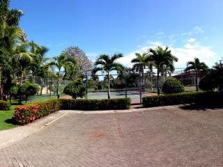 EcoVida Casa Famosa with Pool at Playa Bejuco