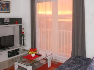 The apartment Dusko WiFi, A/C, SAT TV, great view, Malinska
