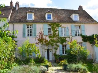 Charming 17th Century Family Home, beautiful views, Neauphle-le-Chateau