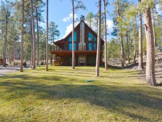Cabin with Hot Tub Ideal for Outdoor Enthusiasts!