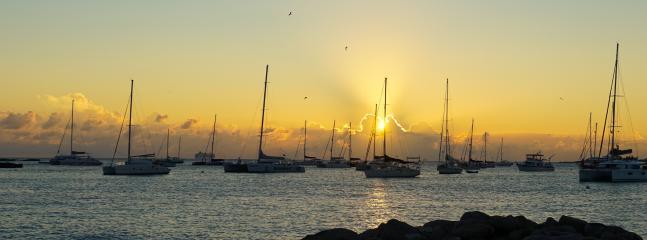 O disfrutar de la puesta de sol desde la playa...