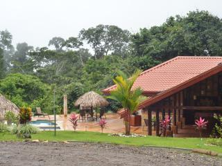 ADVENTURE LUXURY RESORT RAINFOREST JUNGLE VILLA