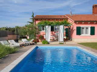 Casa Moreda salt water pool, beautiful garden, lovely interior,