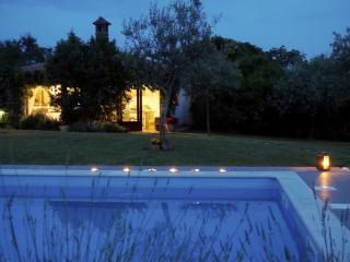 Casa Moreda Vodnjan 4 bedrooms - 3 bathroms, one ensuite, for 8 adults +2 child