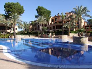 Friendly Holidays in Quality Apartment in Mallorca, Puig de Ros
