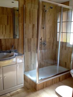 Shower room to main bedroom, 1st floor