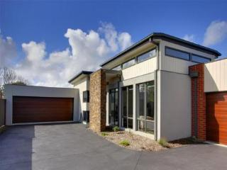 Phillip Island Holiday Villa - Close shops & Beach