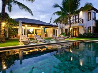 Seminyak central, architect designed- Villa Iluka