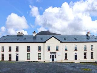 KEEM APARTMENT, pet-friendly, near the sea, cosy second floor apartment on Achill Island, Ref. 920406