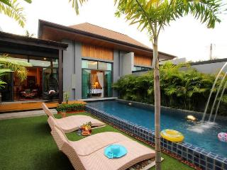 Villa Mali: 2 bedrooms private pool villa, Nai Harn