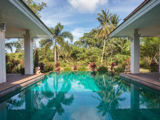 Koh Samui sleeps 8 with very large pool and sauna
