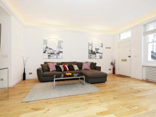 78. 2BR Modern Private Mews - South Kensington, London