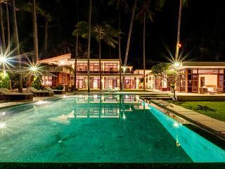 Villa Gita Segara, Beachfront 4 bedroom, Candidasa