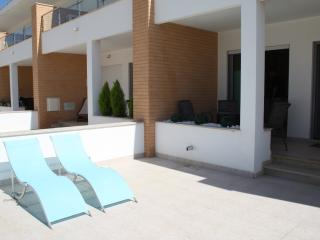 Tastefully furnished Townhouse 2 bed 2 bath, Branqueira