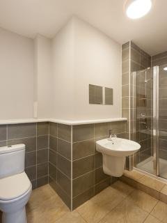 the ensuite for the new York room very spacious