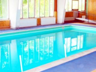MOUNTAIN-STYLE, 3 BEDROOMS, POOL, PARKING