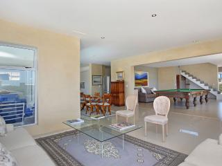 Lounge / dining / Billiard room. Great flow for comfortable entertainment.