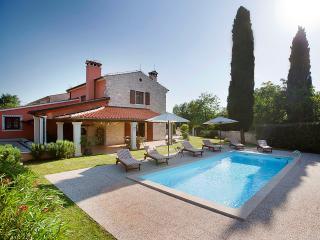 TH00105 Villa Rebici