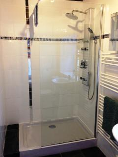 Brand new shower room with eco-power multi-jet shower.