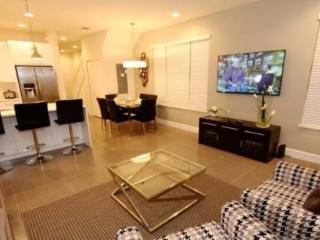 17401PA. 3 Bedroom 3 Bath End Unit Townhouse With Splash Pool
