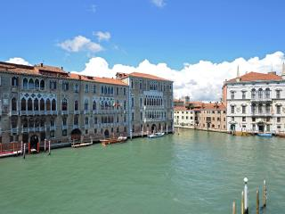 the stunning view on Cà Foscari and the Grand Canal of the Grassi apartment