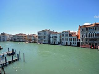 from the living room, dining room and one bedroom you can enjoy a spectacular view on the Grand Canal