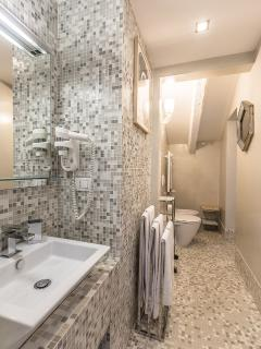 Bisazza mosaic en-suite bathroom
