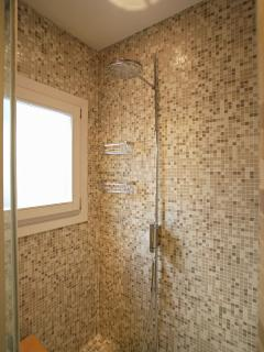 Leonessa master bathroom shower room