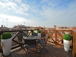 Sagredo - bright and cozy attic with panoramic terrace