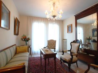Venetian style living room