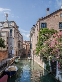 the surroundings are 100% authentic Venetian and not too touristy!