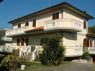 Apartment in Villa TIRRENIA 2