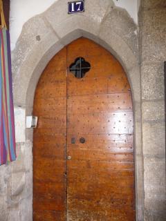 La porte d'entrée de l'immeuble